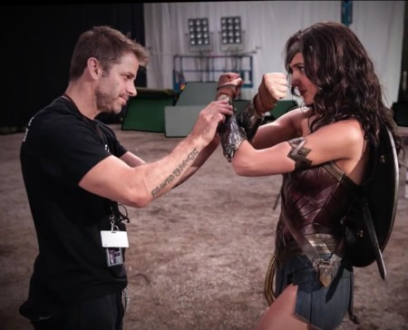 Zack Snyder con Gal Gadot en el rodaje de Batman v Superman