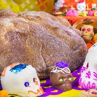 ¿Qué debes colocar en tu ofrenda de Día de Muertos y qué significan esos elementos?