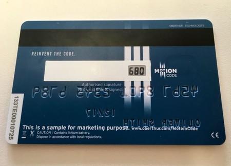 Esta tarjeta de crédito cambia el código CVC de tres dígitos constantemente para protegerte
