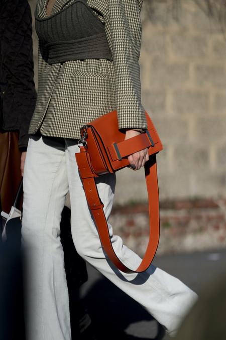 Estos son los (minúsculos) tops de Zara que triunfan en el street style y que todavía están a la venta