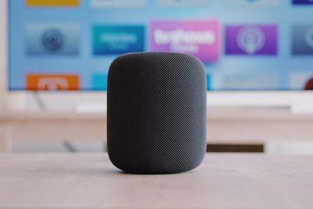 Ni Amazon, ni Apple, ni Google especifican en sus términos que haya humanos escuchando lo que decimos a nuestros asistentes: el gran dilema de la transparencia