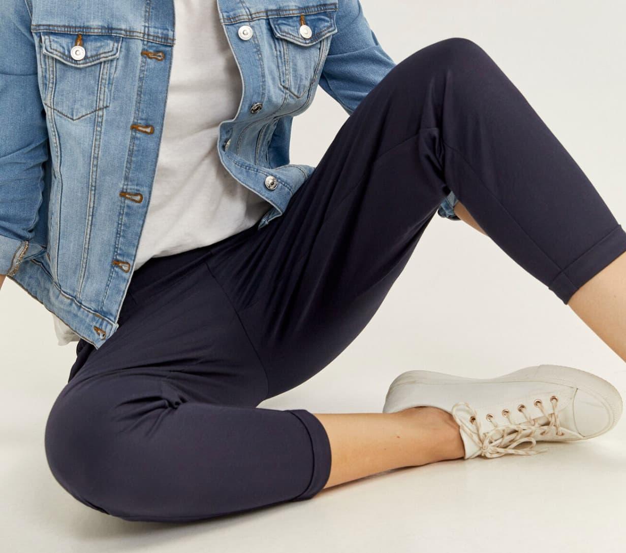 Pantalón jogger con cintura elástica.