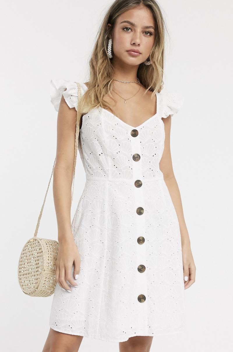 Vestido veraniego corto con bordado de conchas en blanco de ASOS DESIGN