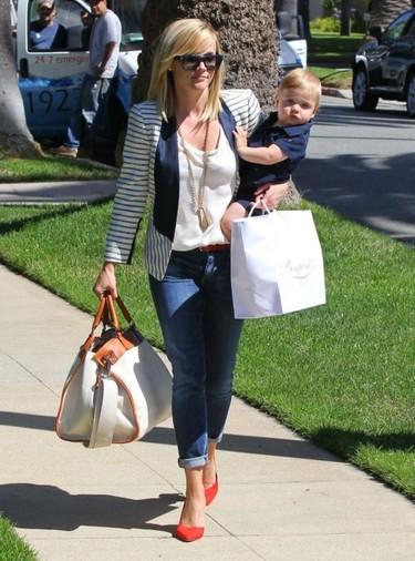Reese Whiterspoon o cómo ser súper mami y no dejarse cosas en el intento
