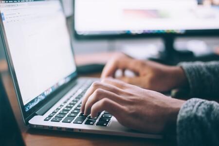 Consumo quiere prohibir las reseñas falsas en internet: así buscan forzar por ley que hasta Google justifique lo que nos muestra
