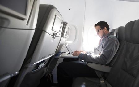 La hipocresía de la seguridad aérea se ceba en nuestros portátiles tras hacerlo en nuestras botellas de agua