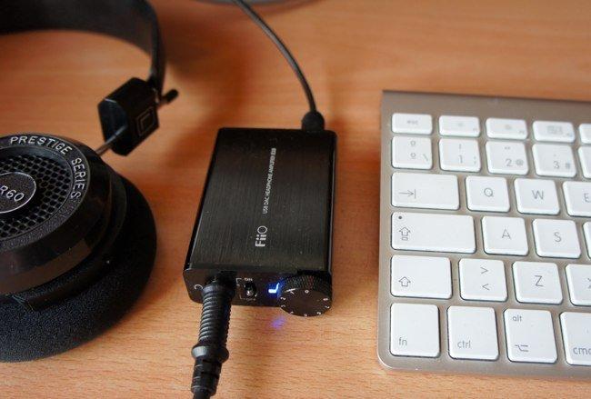 FiiO E10, un pequeño pero matón amplificador de audio con conversión digital a analógico y conexión USB