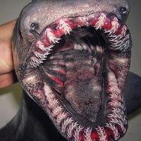 Hay un señor en Rusia pescando los animales más terroríficos que hemos visto jamás