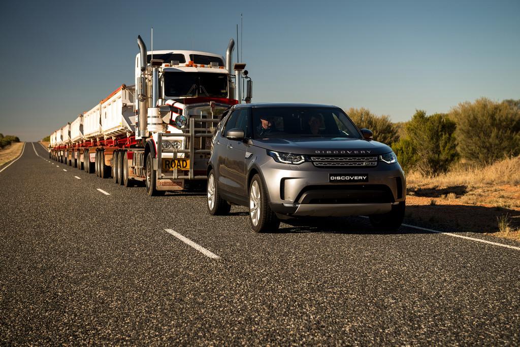 Land Rover Discovery remolcando