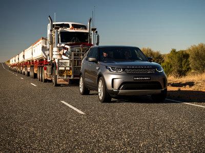 Y este es el Land Rover Discovery remolcando un convoy de 110 toneladas