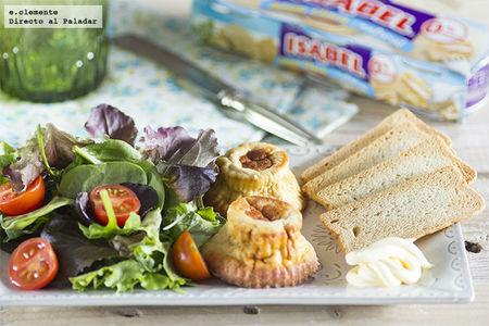 Ensalada de flan de atún claro al natural Isabel con tomates cherry y mayonesa.