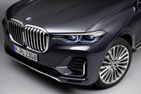 BMW X7 luces y parrilla