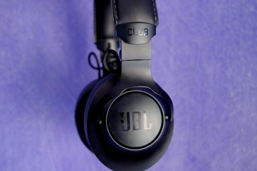 JBL Club One, análisis: la apuesta más refinada de JBL para situarse entre los mejores auriculares con cancelación de ruido