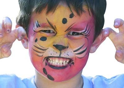Libros y set de maquillaje de cara para niños