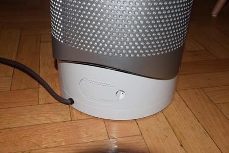 Detalle de la puerta trasera que nos permite cambiar el filtro de aire