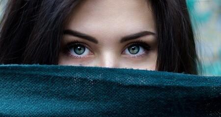 Por qué tenemos los ojos negros, marrones, azules o incluso violetas: la ciencia detrás de nuestra mirada