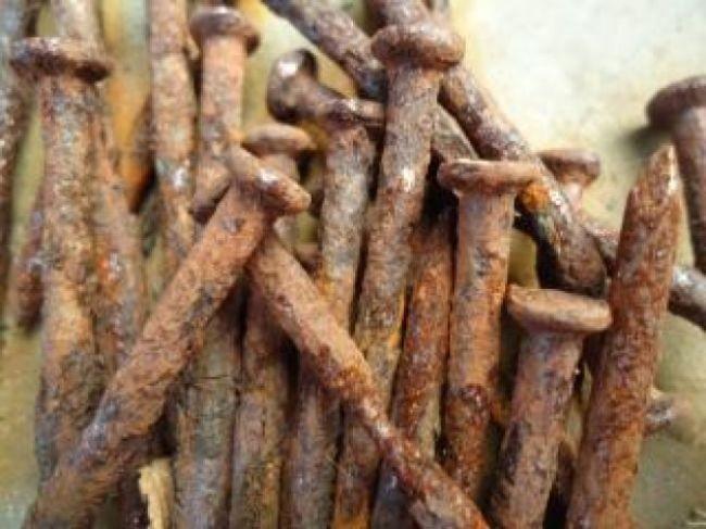 ¿Es verdad que si pisas un clavo oxidado tendrás el tétanos?