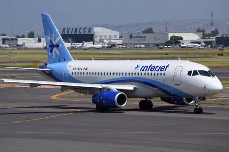 Ofrecerán aerolíneas botellas de agua y descuentos por retrasos en vuelos