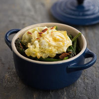 Cazuelitas de trigueros y huevo de codorniz, receta fácil y rápida