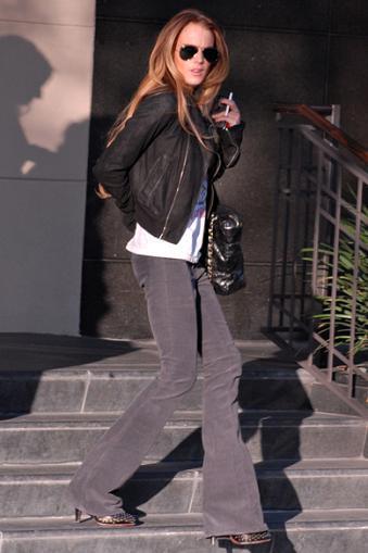 Lindsay Lohan se pasa del legging al pantalón de campana
