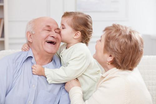 Día de los abuelos: Gracias papás, por el cariño que dan a nuestros hijos y ser los mejores abuelos que ellos pueden tener