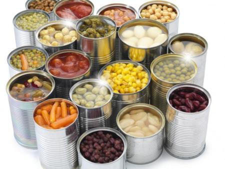 Variedad de alimentos enlatados