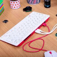 Un teclado con una computadora completa en su interior por apenas 1,500 pesos: así es el nuevo Raspberry Pi 400