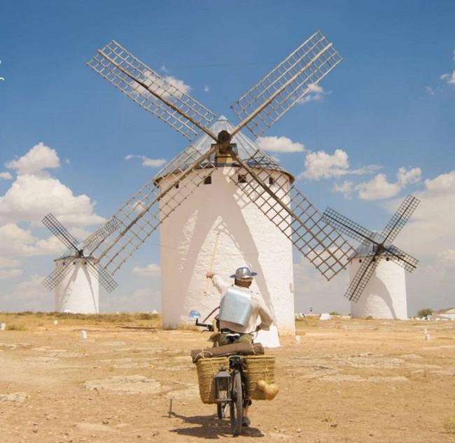 El Quijote está vivo, se llama Jose y ha recorrido La Mancha en bici