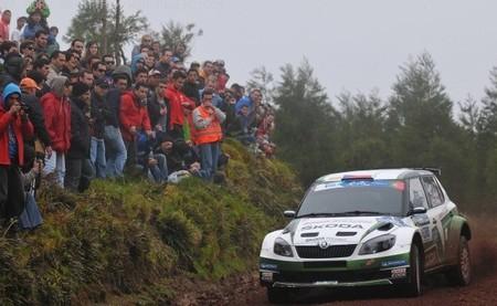Jan Kopecký lidera el SATA Açores. Robert Kubica tira otro rally por la borda