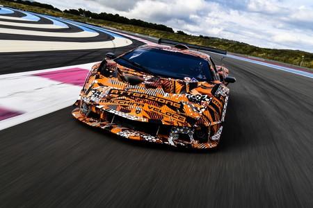 El Lamborghini SCV12 Squadra Corse estira las piernas en pista y presume sus 830 hp
