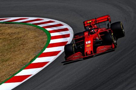 ¡Temerario! Charles Leclerc dio dos vueltas en Montmeló con el cinturón de seguridad de su Ferrari desabrochado