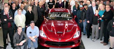 El primer 2013 SRT Viper vendido por 300.000 dólares