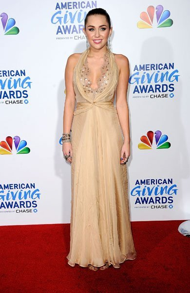 miley-cyrus-american-giving-awards