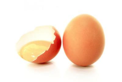 Las claras de huevo sin cocinar también se asimilan