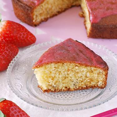 Cake de limón y lavanda con glaseado ligero de fresas: receta romanticona para compartir