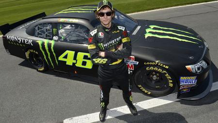 Valentino Rossi se sube al Toyota Camry de la NASCAR
