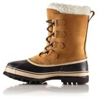 De pisadas en la nieve con las botas Caribou de SOREL