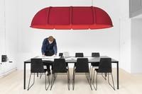 Hood, una gran lámpara que aporta luz al mismo tiempo que delimita espacios