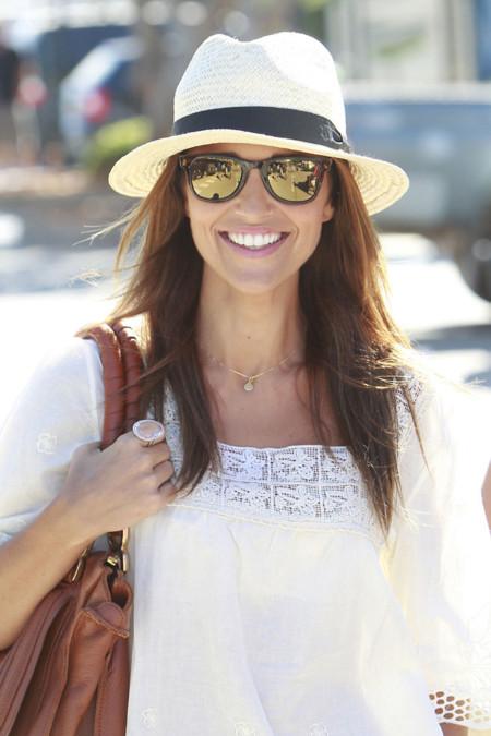 Paula Echevarría con gafas de espejo