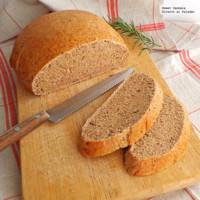 Hogaza de pan integral con romero y aceite de oliva. Receta