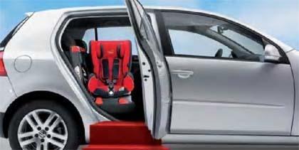 Silla de coche giratoria Axiss: gira hacia un lado para colocar al bebé cómodamente