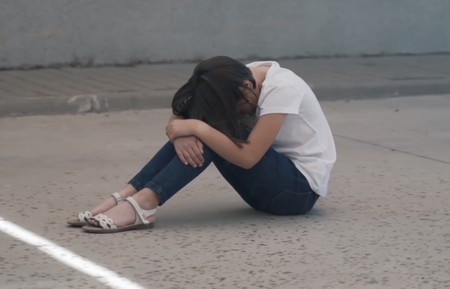 """""""Silencio"""", el emotivo vídeo viral de una madre para denunciar el bullying que sufrió su hija con autismo"""