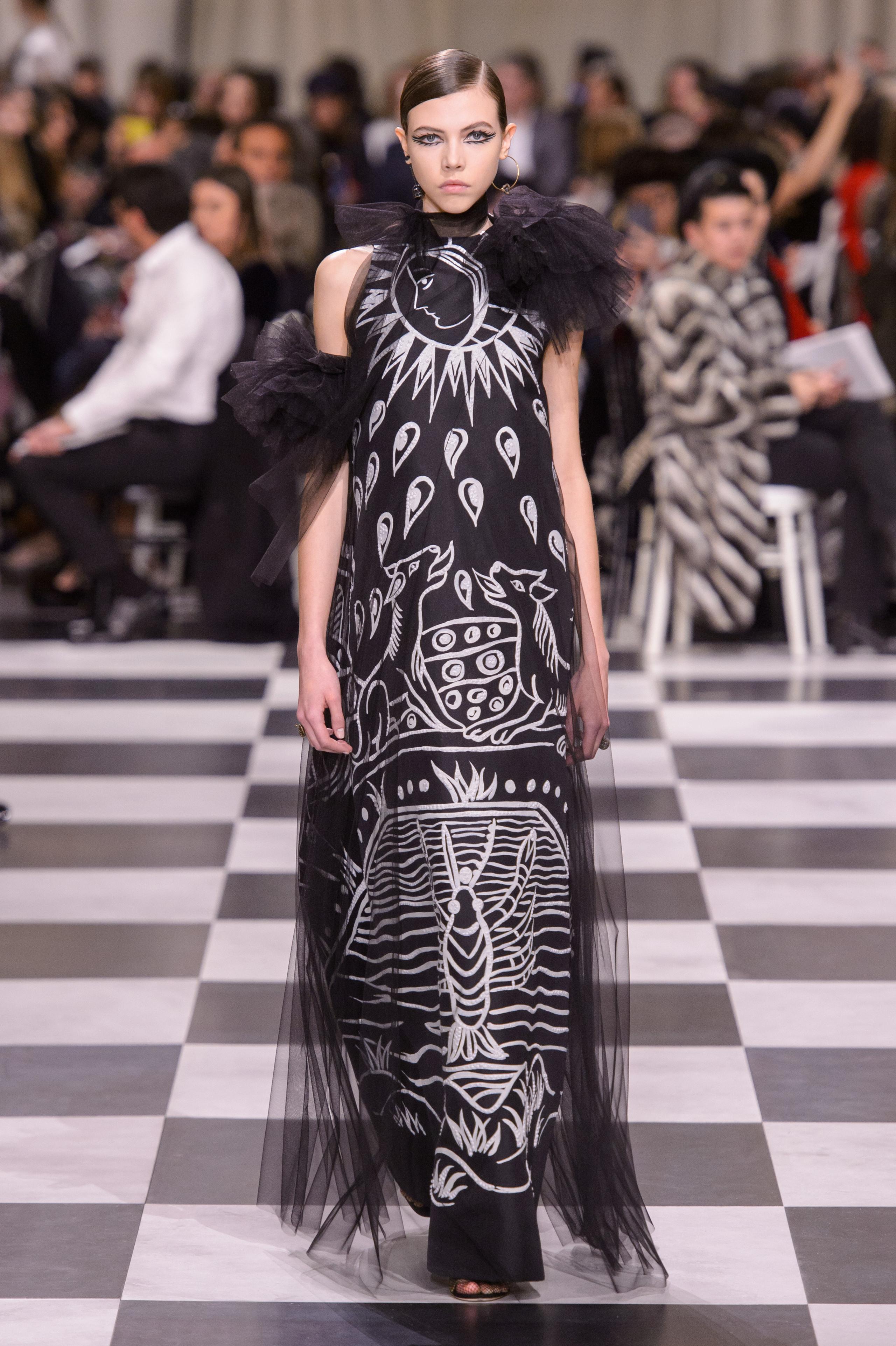 Foto de Dior Alta Costura: Maria Grazia Chiuri y su mágico desfile en blanco y negro Primavera-Verano 2018 (61/74)