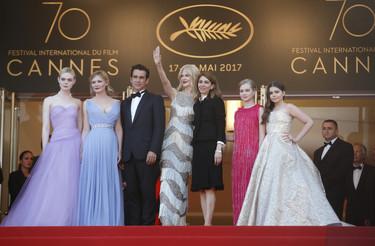 Nicole Kidman impresiona en la alfombra roja de Cannes. Elle Fanning y Kirsten Dunst ponen el toque romántico