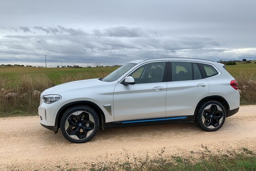 Probamos el BMW iX3, el SUV medio que se ha convertido en coche eléctrico con 460 km de autonomía