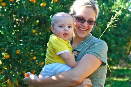 Verano con el bebé en el campo