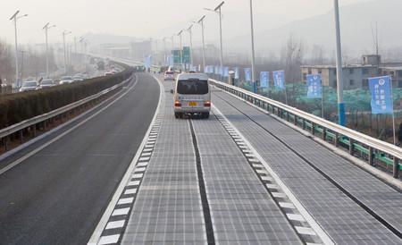 Carretera con paneles solares