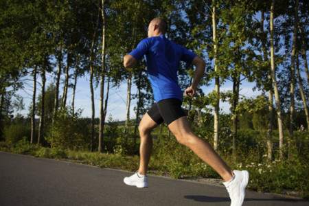 Si eres corredor, no olvides trabajar caderas y glúteos