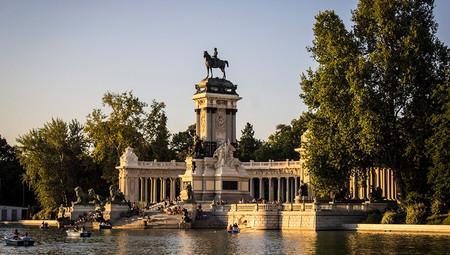 El Ayuntamiento de Madrid quiere levantar un nuevo aparcamiento 'disuasorio', pero lo pondrá casi en el centro, en El Retiro