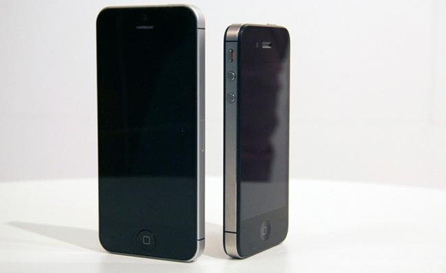 iPhone 5 junto al iPhone 4S